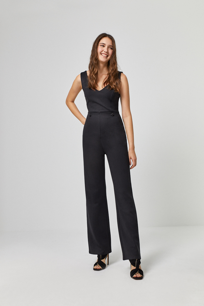 chic black jumpsuit and notched Surkana