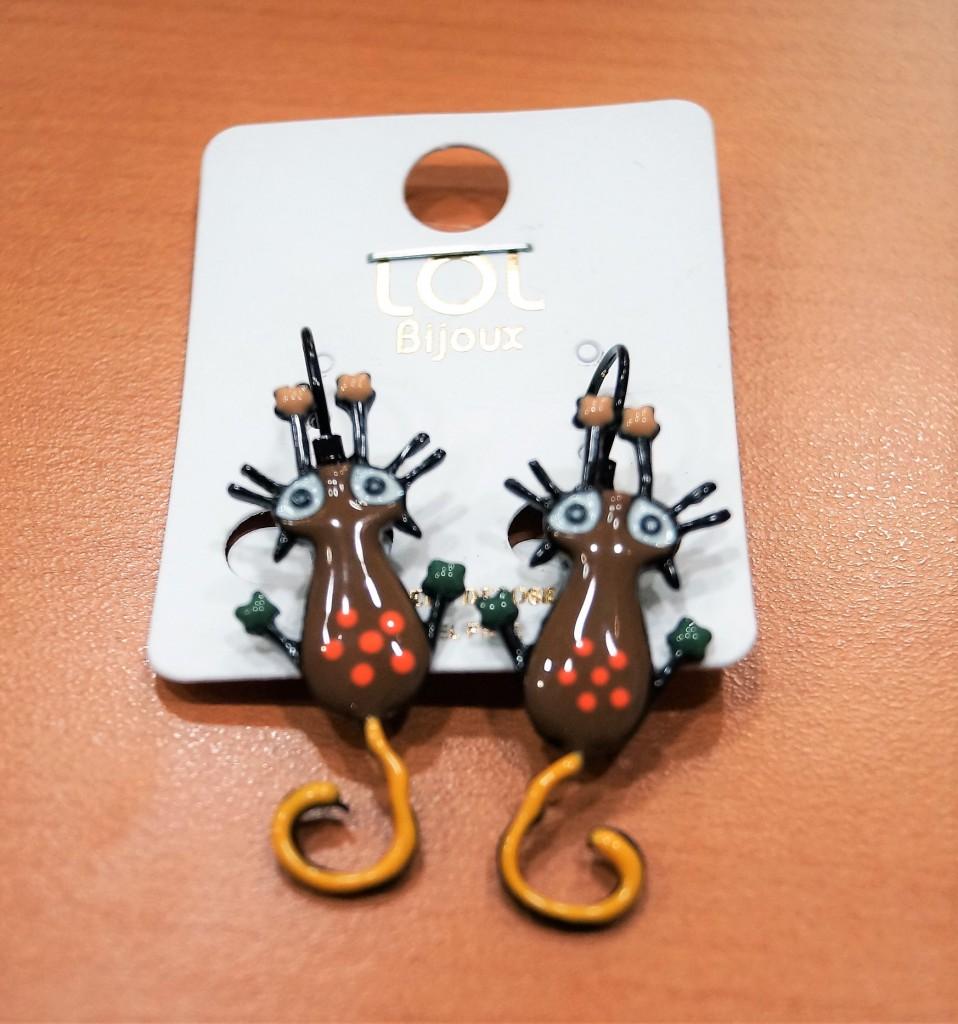 publier des informations sur bonne texture livraison gratuite Boucle d'oreille chat qui s'étire marron LOL bijoux
