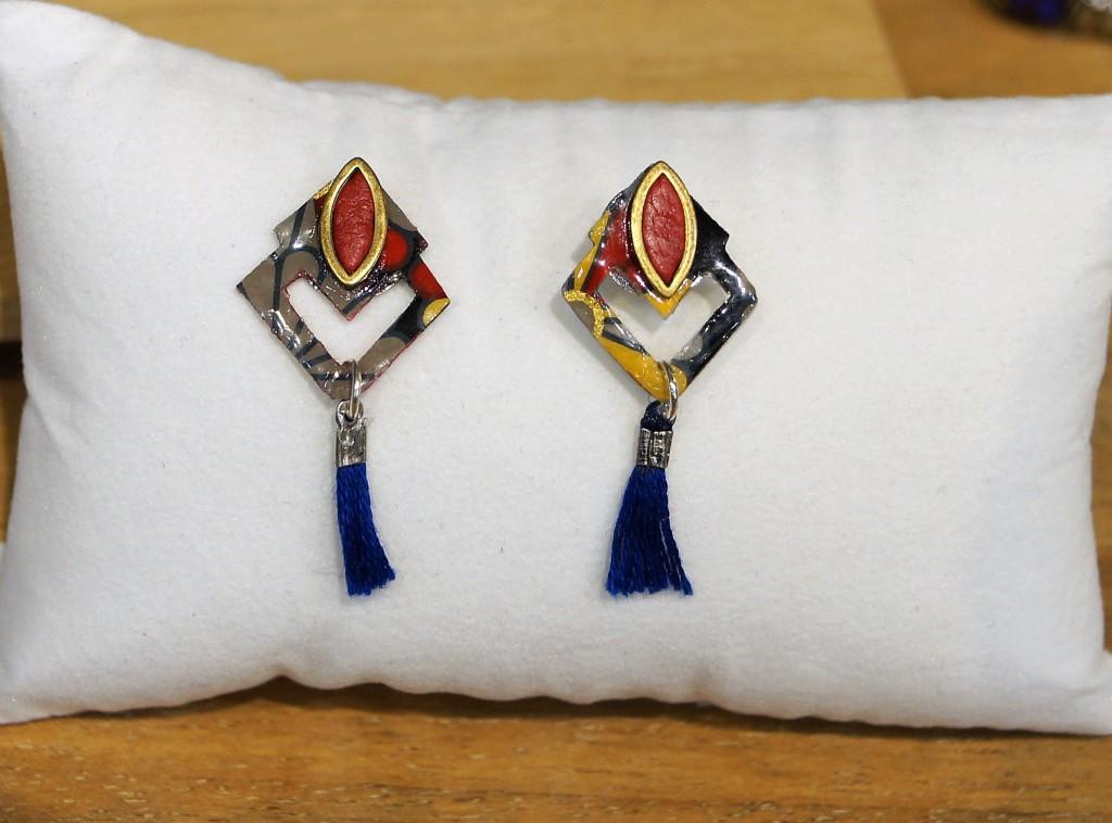 Boucles d\'oreilles losange, papier japonais, cuir, pompon bleu Leksart