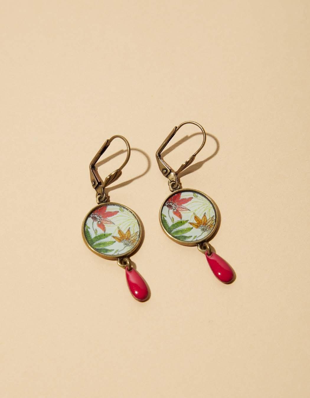 Boucles d\'oreilles médaillon la Fiancée du Mékong, fleuries