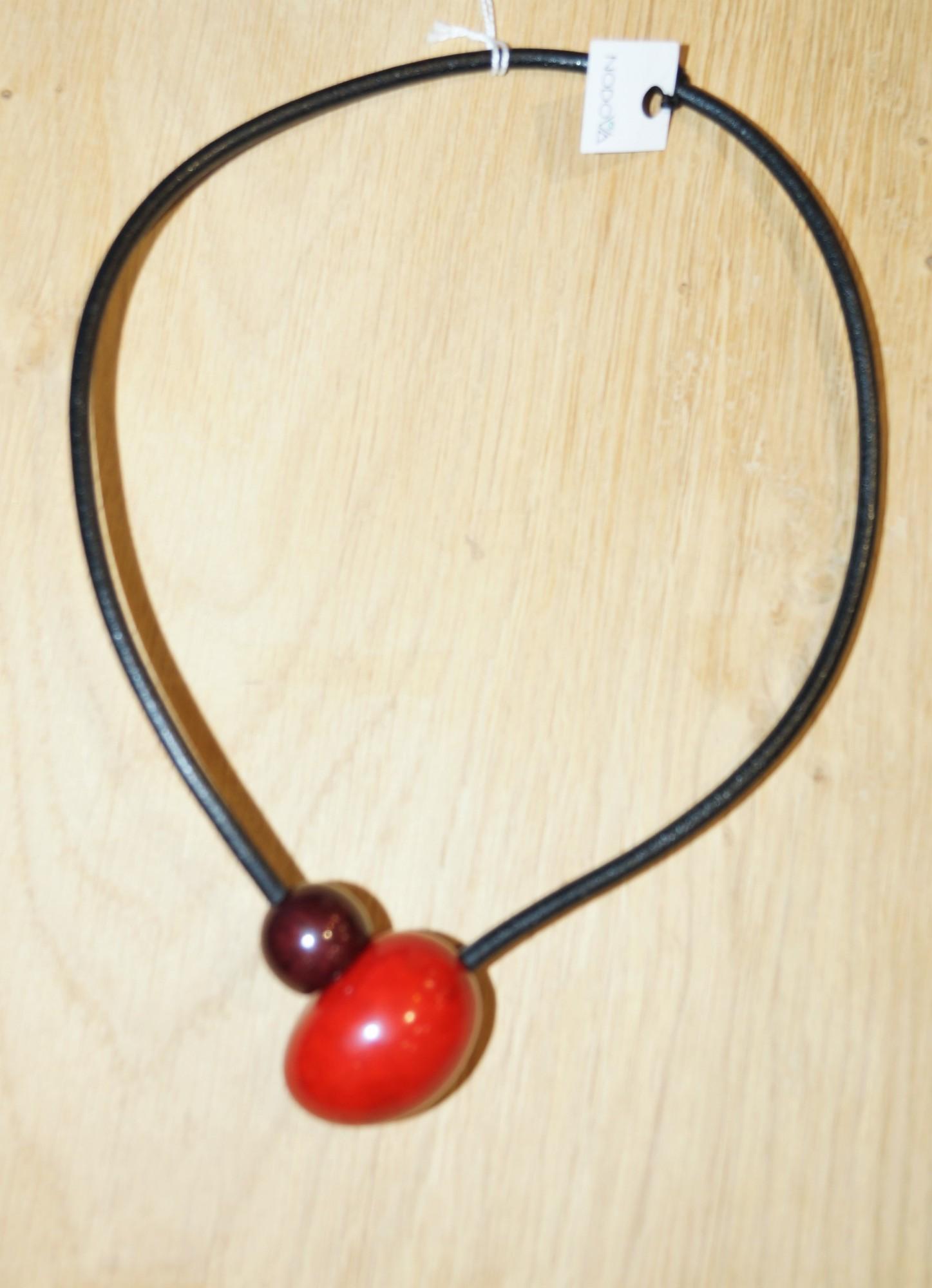 Collier Nodova en ivoire végétal, Cesari rouge