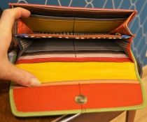 Porte monnaie multicolore en cuir avec un motif « vache » Soruka