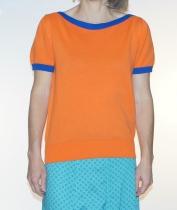 Top maille orange à bord côte bleu Pretty Vacant