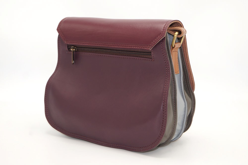 women\'s shoulder bag with three leather compartments, a unique and original bag 12